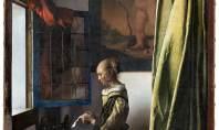"""Galeria em Dresden, Alemanha, divulgou na semana passada uma imagem de uma """"Garota lendo uma carta em uma janela aberta"""" drasticamente alterada"""