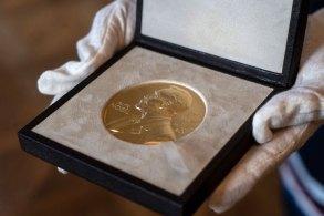 Cientistas dividem prêmio de 10 milhões de coroas suecas, equivalente a R$ 6,1 milhões; Nobel da Paz será anunciado nesta sexta-feira (8)