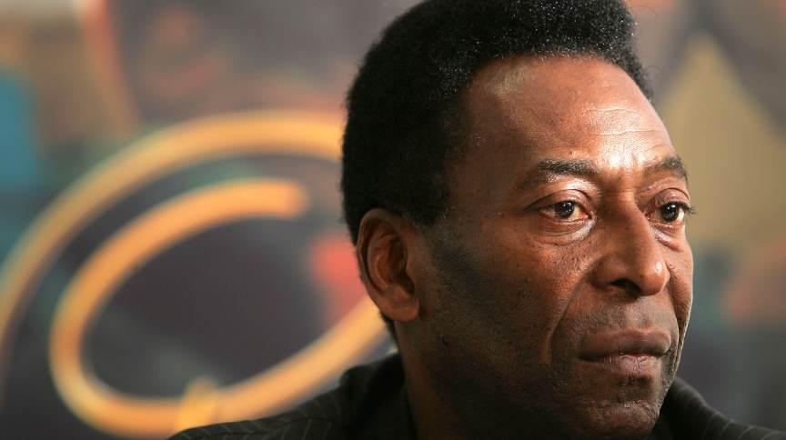 """Brasil, Brasília, DF, 13/07/2004. O ex-jogador de futebol Pelé realiza entrevista coletiva para divulgar seu filme, """"Pelé Eterno"""". - Crédito:SERGIO DUTTI/ESTADÃO CONTEÚDO/AE/Codigo imagem:9723"""
