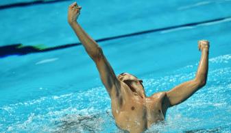 'Como na dança clássica, também há homens no nado artístico', diz nadador italiano que já foi alvo de preconceitos por estereótipos