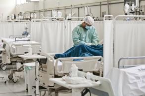 Segundo epidemiologistas, ser infectado por um vírus pode torná-lo mais vulnerável a adoecer com o outro