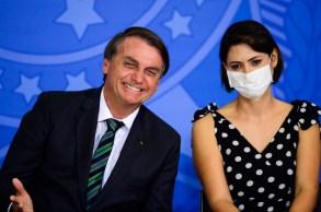 Presidente Jair Bolsonaro já havia dado a entender que a primeira-dama se vacinou nos EUA durante sua live semanal na quinta-feira (23)