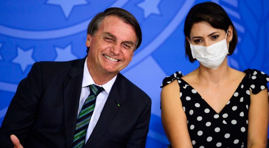 A primeira-dama Michelle Bolsonaro se vacinou contra a Covid-19 nos Estados Unidos