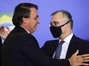 À CNN, Bolsonaro reafirma que o nome para o STF é André Mendonça