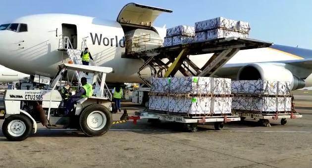 Lote com vacinas contra Covid-19 da Pfizer chegam ao aeroporto de Viracopos, em Campinas (SP)
