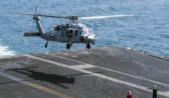 Não está claro quantas pessoas estavam a bordo da aeronave. De acordo com a Marinha, um helicóptero MH-60S Seahawk normalmente opera com uma tripulação de quatro pessoas