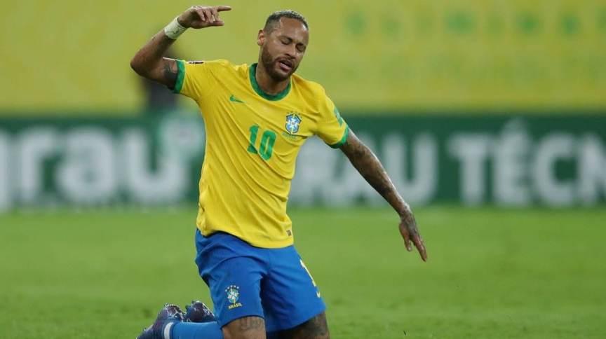 Neymar durante partida entre Brasil e Peru pelas Eliminatórias para a Copa do Mundo
