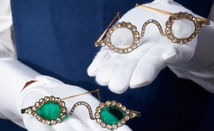 As gemas eram muito apreciadas nas tradições islâmicas e indianas, onde tinham fortes associações com a espiritualidade