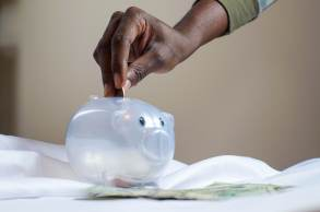 No curto prazo, a poupança continua mais rentável que um CDB de grande banco (que paga 90% do CDI) ou fundo DI