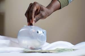Com Selic a 6,25%, quanto rende investir R$ 1.000 em poupança, Tesouro ou fundo