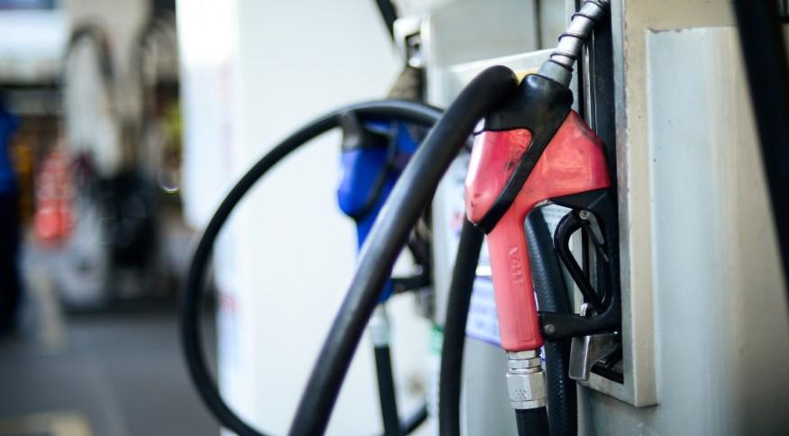 Preço da gasolina nas bombas continua subindo
