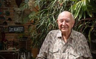 Ator e diretor com sólida carreira nos palcos e na TV, Mamberti foi um intérprete eclético, ligado ao fomento das atividades teatrais desde fim dos anos 1960