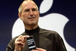 Parecia uma loucura vender um celular sem teclado e em touchscreen. 14 anos depois, Apple pode anunciar o iPhone 13