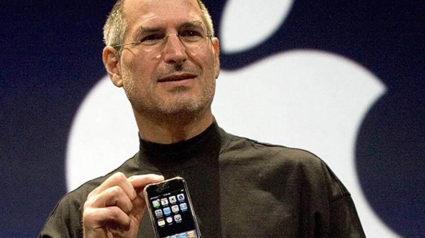 Steve Jobs mostra o primeiro iPhone