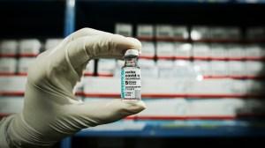 Vacina da AstraZeneca protege 93,6% contra morte de idoso por Covid, diz Fiocruz