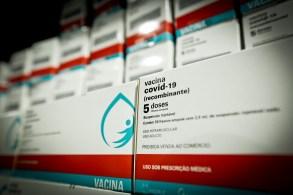 Nova remessa chegou ao Rio de Janeiro na noite desta segunda-feira (04) e será suficiente para produção de 5,1 milhões de doses do imunizante