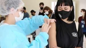 """Não é """"razoável"""" parar vacinação de adolescentes, diz Wellington Dias"""