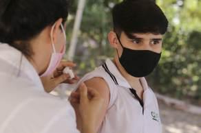 Nesta quinta-feira (16), o Ministério da Saúde recomendou a suspensão da vacinação contra Covid-19 de adolescentes de 12 a 17 anos sem comorbidades