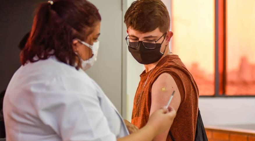 Vacinação de adolescentes contra a Covid-19 em Jundiaí (SP)