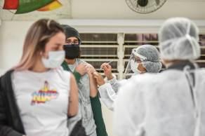 Pessoas com 32 anos também podem ir aos postos de vacinação para receber a segunda dose da Coronavac