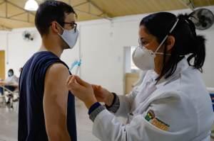 Empresas brasileiras passam a exigir vacinação contra a Covid-19