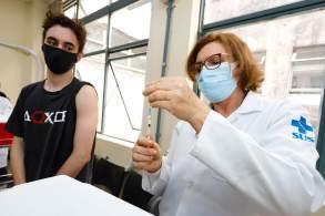 Capital paulista imunizando adolescentes de 12 a 17 anos e aplicando a terceira dose da vacina contra a Covid-19 em idosos com 80 anos ou mais e imunossuprimidos