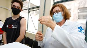 21 estados brasileiros e o Distrito Federal seguem vacinando os adolescentes