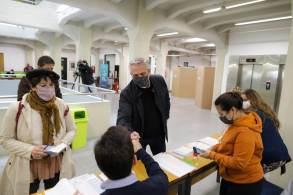 Pesquisas pré-eleitorais mostram ameaça ao partido de Alberto Fernandez na Câmara e no Senado