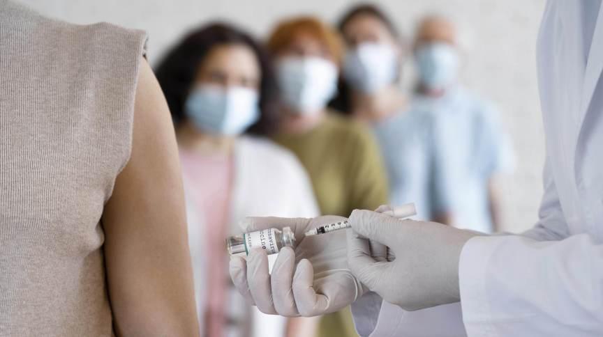 Campanhas de vacinação contra a Covid-19 não deveria focar na dose extra agora, argumentam pesquisadores