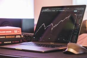 Com mercado nacional mais complexo e o internacional batendo recordes, investidor pode se aproveitar disso