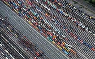 O superávit comercial externo dos 19 países que usam o euro foi de 4,8 bilhões de euros em agosto, contra 14 bilhões de euros um ano antes