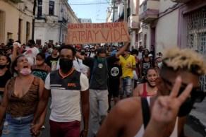 ONG diz que prisões e agressões durante protestos em julho deste ano foram arbitrárias