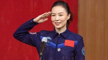 Wang Yaping, 41, faz parte de uma equipe de três membros que se dirige para a estação espacial Tiangong