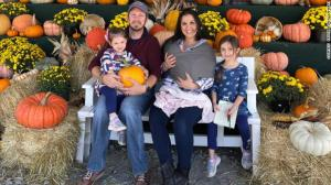 Casal dos EUA tem três filhas nascidas em 25 de agosto; elas não são trigêmeas