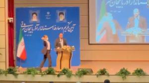 Governador iraniano leva um tapa na cara durante discurso público