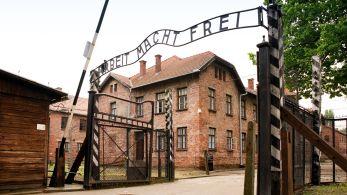 """Escritos são """"ataque ultrajante ao símbolo de uma das maiores tragédias da história da humanidade"""", disse o museu que administra o memorial às vítimas do Holocausto"""