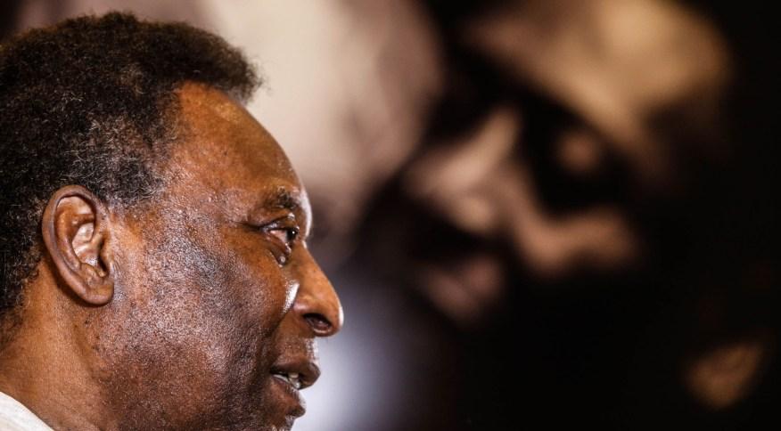 Pelé diz estar bem e brinca que poderia jogar no próximo domingo em sua primeira mensagem após deixar o hospital
