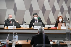 Renan Calheiros vai pedir indiciamento de Queiroga, Onyx, Bolsonaro e três de seus filhos