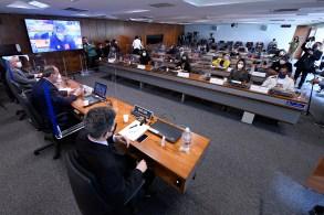 """Elton da Silva Chaves foi contra o adiamento pela Conitec da análise de um estudo que desaconselha o tratamento da Covid-19 com medicamentos do """"kit Covid"""""""