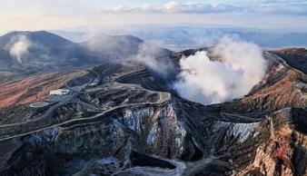 Não há confirmações sobre vítimas ou grandes danos no popular destino turístico. Porém, a agência meteorológica aumentou o nível de alerta do vulcão para o nível 3 em uma escala de 5