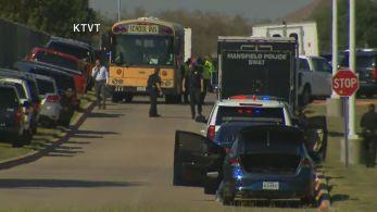 Três dos feridos precisaram ser hospitalizadas; tiros teriam começado após briga entre alunos