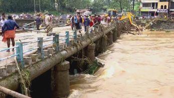 Pontes e plantações também foram destruídas; segundo as autoridades, esforço de resgate estão em andamento