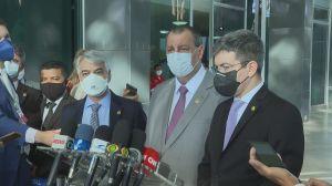 Senadores da CPI entregam relatório final a ministro Luiz Fux