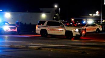 Um homem com um rifle atirou em três policiais do Texas pelas costas em um bar, segundo a Polícia de Houston