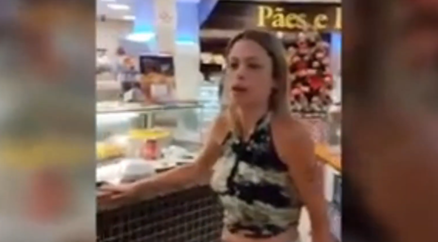 Mulher ofende funcionários de padaria em São Paulo