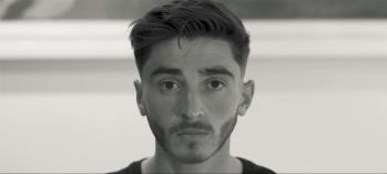 Josh Cavallo publicou um vídeo nas redes sociais nesta quarta-feira (27); 'sei que há outros jogadores que vivem em silêncio e quero ajudar a mudar isso', disse