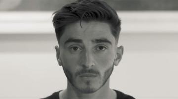 O jogador australiano Josh Cavallo