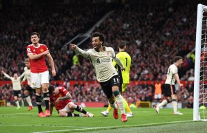 Mohamed Salah fez três gols no clássico inglês