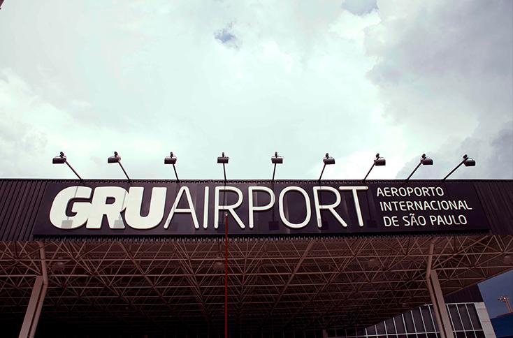 Fachada do Terminal 1 do aeroporto internacional de Guarulhos