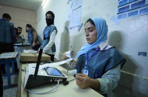 As máquinas de contagem de votos nas assembleias não mostraram mais do que 25% de comparecimento ao final da votação de domingo